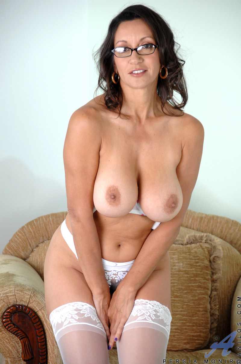 tits mom in glasses